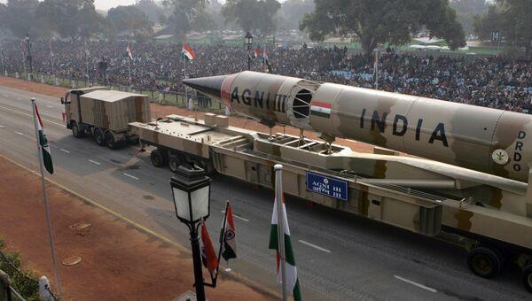 Индийская двухступенчатая баллистическая ракета средней дальности Агни-3. Архивное фото