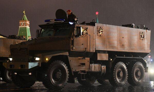 Бронеавтомобиль Тайфун-У на репетиции парада Победы на Красной площади