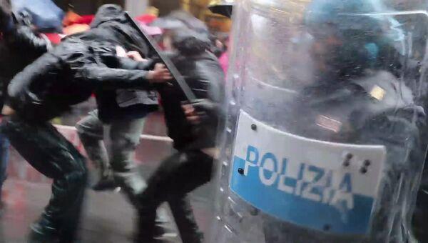 Полиция дубинками усмиряла толпу на первомайской демонстрации в Турине