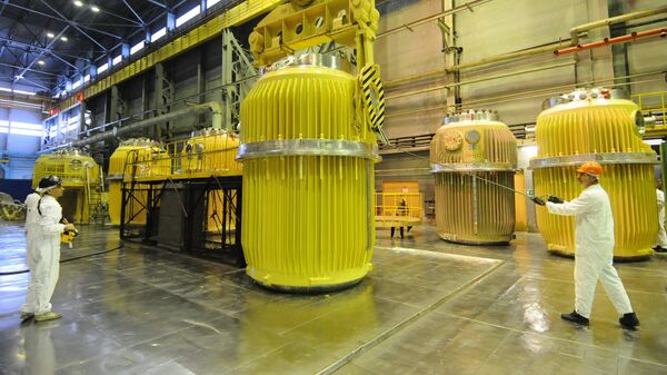 В цехе хранения и погрузки контейнеров для перевозки отработанного ядерного топлива. Архивное фото