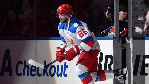 Игрок сборной России Никита Кучеров перед началом матча 1/2 финала Кубка мира по хоккею между сборными командами Канады и России