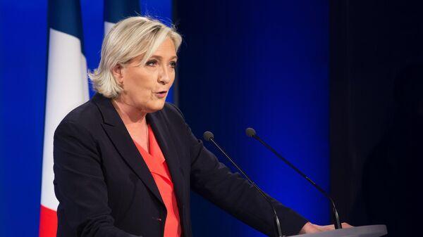 Лидер политической партии Франции Национальный фронт, кандидат в президенты Франции Марин Ле Пен на вечернем мероприятии по итогам голосования во время второго тура президентских выборов во Франции