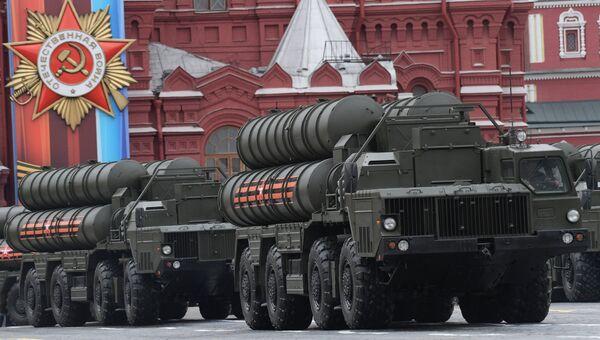 Зенитный ракетный комплекс С-400 Триумф на военном параде на Красной площади, посвящённого 72-й годовщине Победы в Великой Отечественной войне 1941-1945 годов
