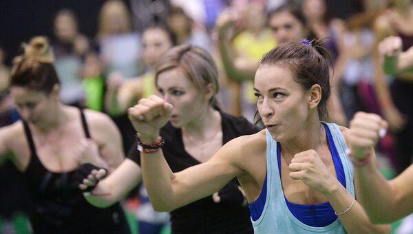 Участницы фитнес-тренировки в Москве. Архивное фото