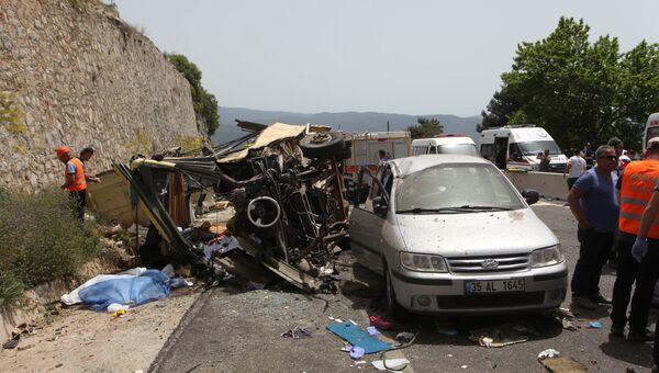 Место аварии туристического автобуса в Турции. 13 мая 2017