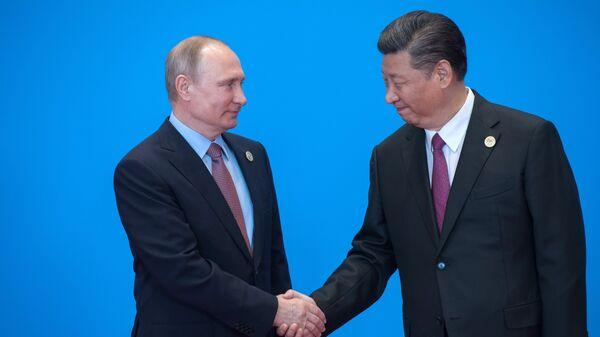 Президент РФ Владимир Путин и председатель Китайской Народной Республики Си Цзиньпин во время форума Один пояс, один путь в Пекине