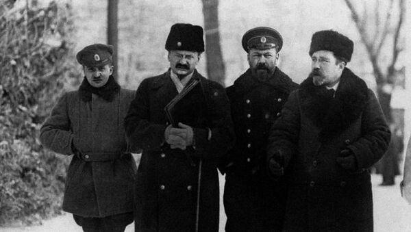 Члены российской делегации Лев Каменев, Василий Альтфатер и Лев Троцкий на переговорах в Брест- Литовске