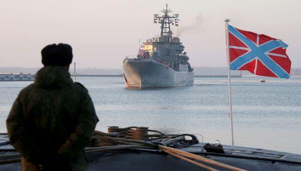 Большой десантный корабль (БДК) Калининград в военной гавани Балтийска. Архивное фото