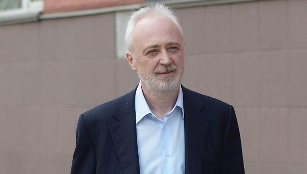 Экс-глава Роснано Леонид Меламед у здания суда. Архивное фото