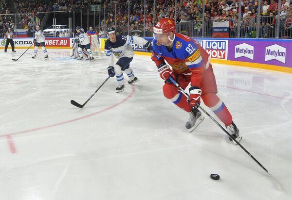 Игрок сборной России Евгений Кузнецов в ходе матча с финнами