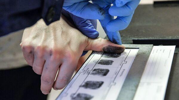 Снятие отпечатков пальцев