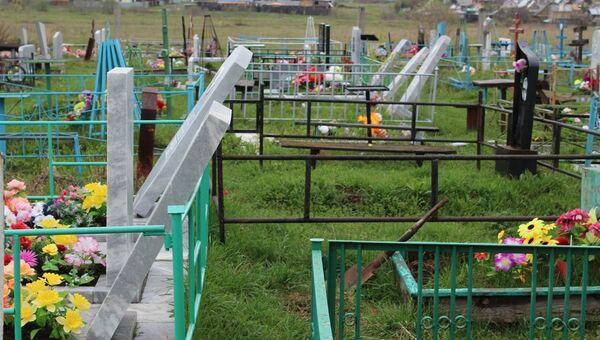 На Урале школьники разгромили 150 надгробий на кладбище, занимаясь паркуром
