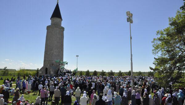 Верующие собираются у Малого минарета