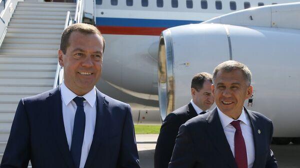 Председатель правительства РФ Дмитрий Медведев и президент Республики Татарстан Рустам Минниханов