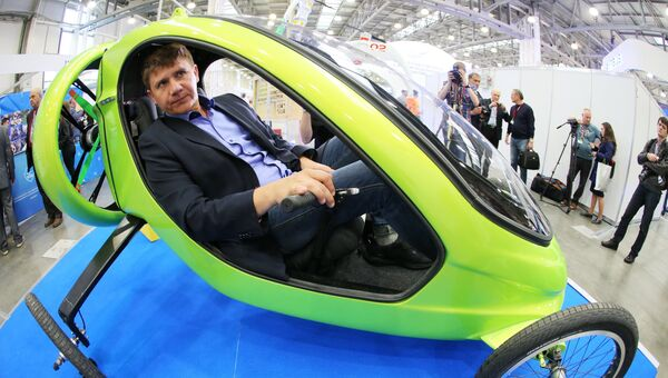 Авиатор и путешественник Александр Бегак демонстрирует своё изобретение Гринфлай на X международной выставке вертолетной индустрии HeliRussia в Международном выставочном центре Крокус Экспо в Москве