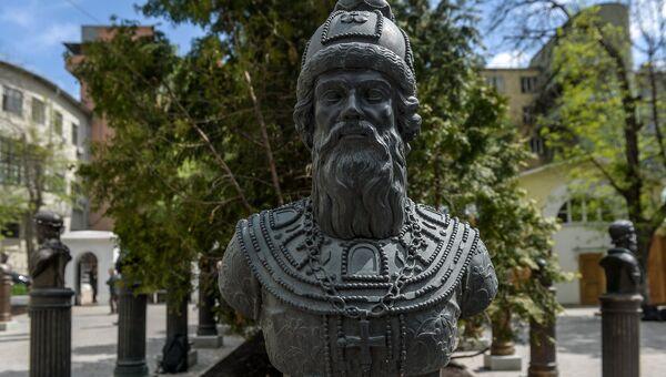 Монумент Бориса Годунова на открытии Аллеи Правителей в Москве