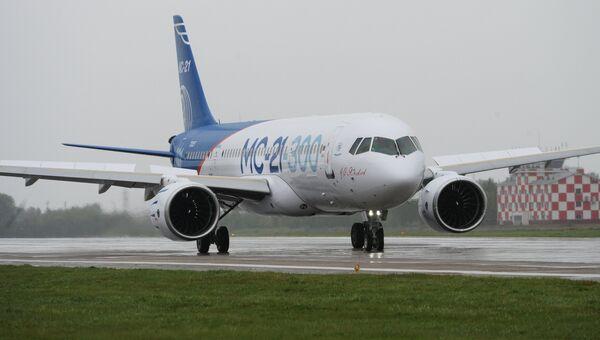 Новый российский пассажирский самолет МС-21 перед своим первым полетом