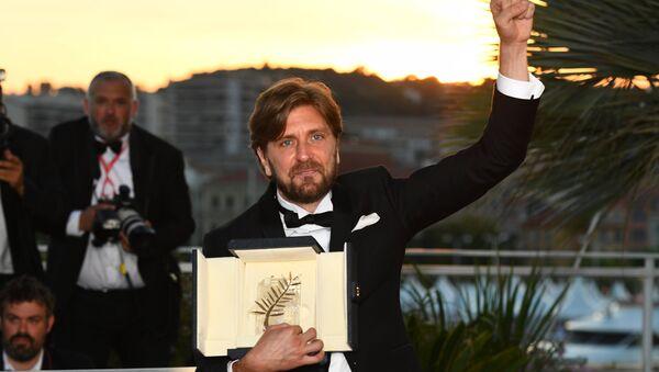 Шведский кинорежиссер и сценарист Рубен Эстлунд (главный приз - Золотая пальмовая ветвь) на фотосессии победителей 70-го Каннского международного кинофестиваля