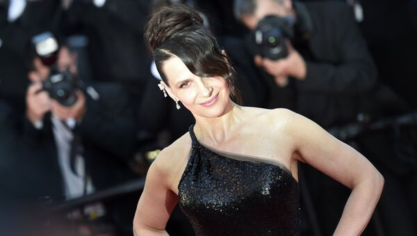 Французская актриса Жюльет Бинош на красной дорожке церемонии закрытия 70-го Каннского международного кинофестиваля