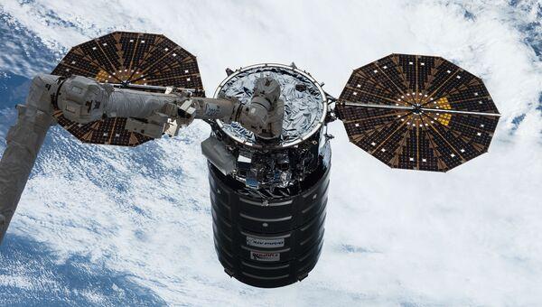 Американский космический грузовик Cygnus пристыковался к МКС. 22 апреля 2017