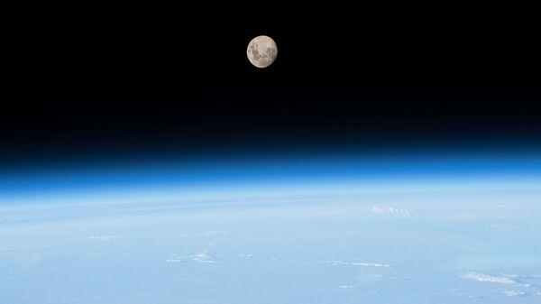 Эксперт объяснил необходимость отказа от пилотируемой космонавтики