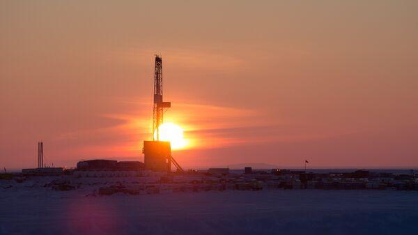 Буровая установка на месте бурения нефтяной компанией Роснефть скважины Центрально-Ольгинская-1 на Хатангском лицензионном участке