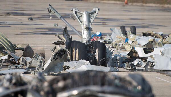 Обломки упавшего самолета Минобороны РФ Ту-154 на территории сочинского аэропорта. Архивное фото