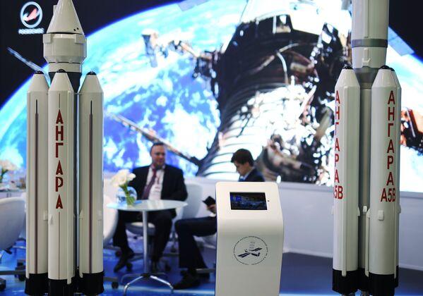 Стенд Роскосмоса на выставке в рамках Санкт-Петербургского международного экономического форума 2017