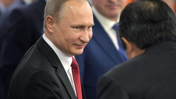 Президент РФ Владимир Путин проводит встречу с руководителями крупнейших иностранных компаний в рамках Санкт-Петербургского международного экономического форума 2017. 2 июня 2017