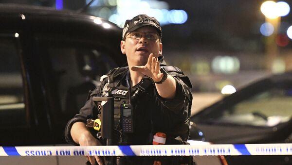 Офицер полиции на месте теракта в центре Лондона. 3 июня 2017