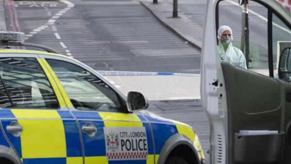 Судебный криминалист на северной стороне Лондонского моста после теракта в ночь на 4 июня