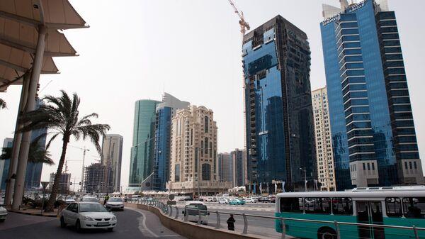 Новостройки на одной из центральных улиц столицы Катара Дохи