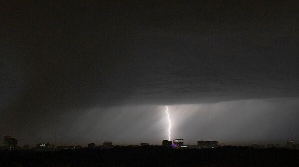 Молния. Архивное фото