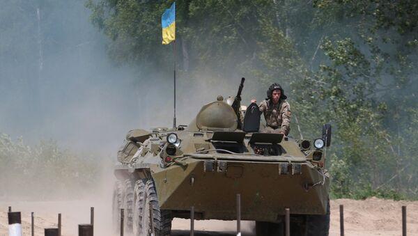 БТР-80 во время военных учений на Яворовском полигоне во Львовской области