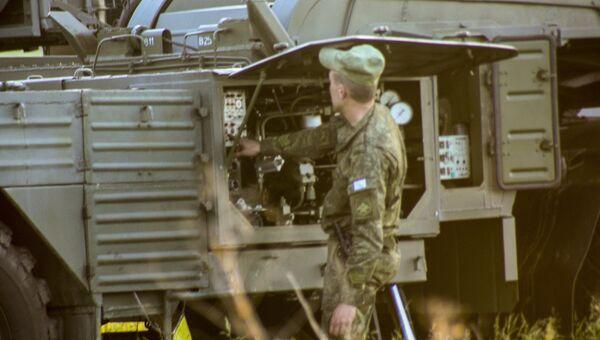 Военнослужащий во время учений войск ПВО. Архивное фото
