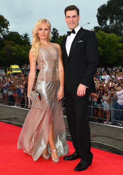 Актер Дмитрий Дюжев и его супруга Татьяна на торжественной церемонии открытия 28-го Открытого российского кинофестиваля Кинотавр в Сочи