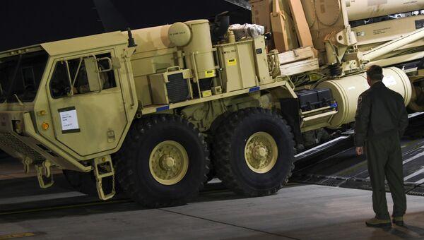 Разгрузка оборудования для развертывания системы ПВО THAAD. Архивное фото