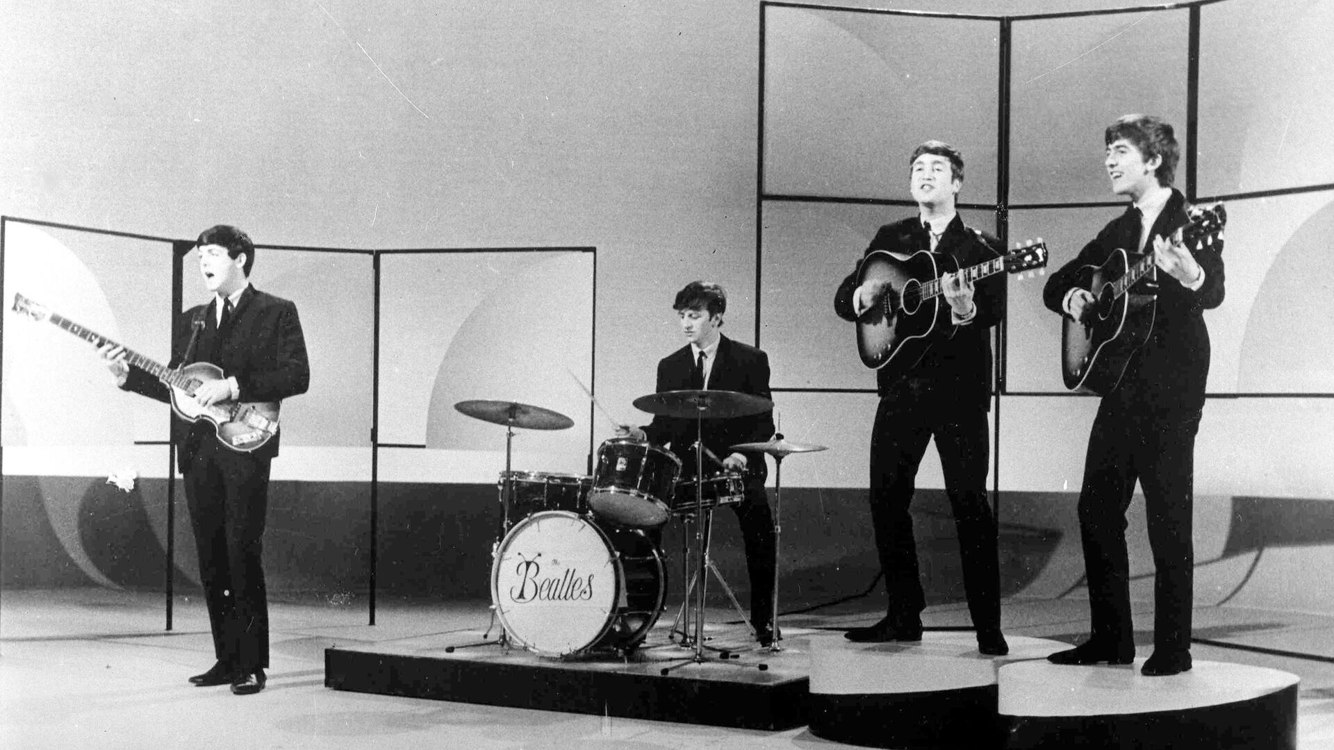 Британская группа The Beatles во время репетиции в студии в Лондоне. 1963 год  - РИА Новости, 1920, 05.08.2020