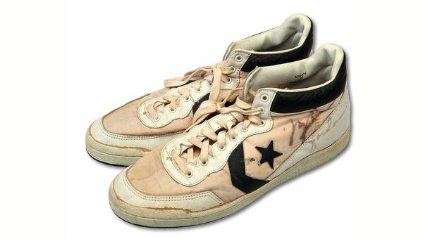 Кроссовки, в которых американский баскетболист Майкл Джордан победил на Олимпиаде-1984