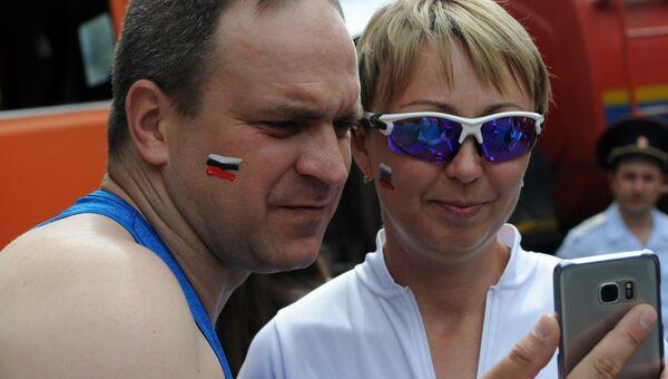 Участники заезда на гироскутерах в Симферополе во время празднования Дня России. 12 июня 2017