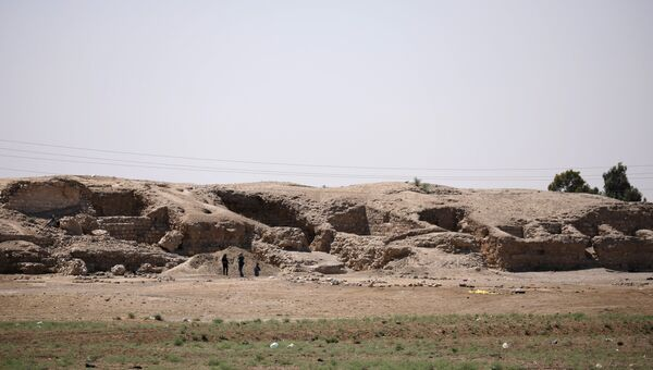 Руины 1000-летней крепости к западу от грода Ракка в Сирии. 11 июня 2017