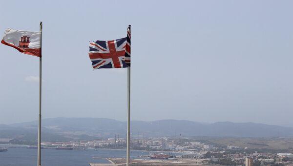 Флаг Гибралтара и Великобритании. Архивное фото
