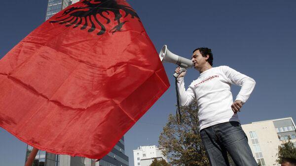 Албанский флаг. Архивное фото