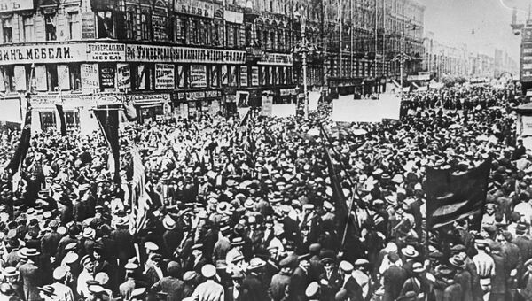 Демонстрация трудящихся Петрограда. 1917 год