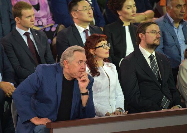 Актер Юрий Стоянов в основной студии московского Гостиного двора во время ежегодной специальной программы Прямая линия с Владимиром Путиным. 15 июня 2017