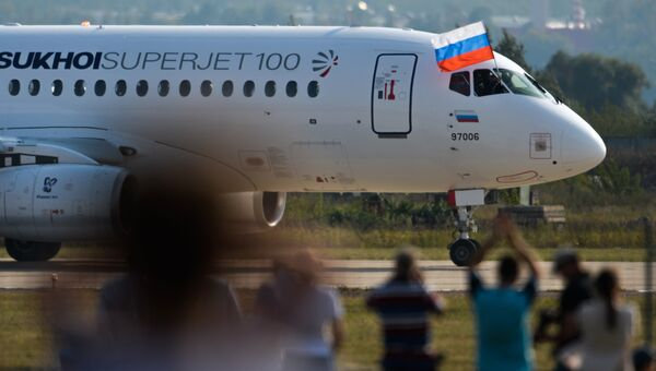 Самолет Сухой Суперджет-100. Архивное фото