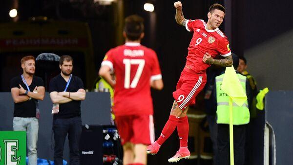 Федор Смолов радуется забитому голу в матче Кубка конфедераций-2017 по футболу между сборными России и Новой Зеландии.