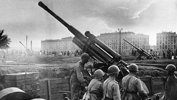 Солдаты, обороняющие Москву во время Великой Отечественной войны. Архивное фото