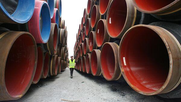 Подготовка к прокладке труб газопровода по дну Балтийского моря в рамках реализации проекта Северный поток в порту Визби на острове Готланд. Архивное фото