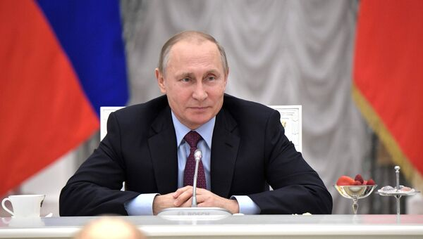 Президент РФ Владимир Путин во время встречи с классными руководителями выпускных классов общеобразовательных школ. 21 июня 2017